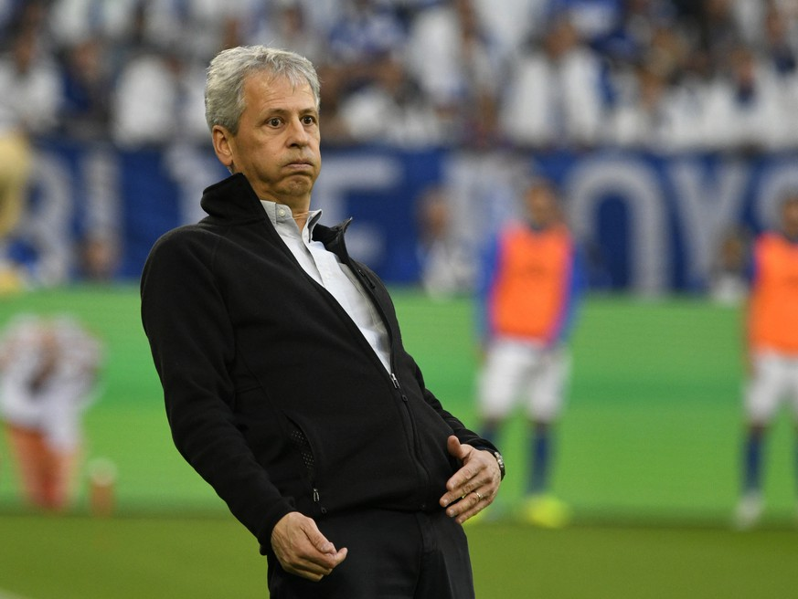 Veltins Arena Gelsenkirchen, 26.10.2019, 1. Fussball Bundesliga Saison 2019/20, 9. Spieltag, Schalke 04 S04 vs Borussia Dortmund BVB Trainer Lucien Favre BVB DFL REGULATIONS PROHIBIT ANY USE OF PHOTOGRAPHS AS IMAGE SEQUENCES AND/OR QUASI-VIDEO *** Veltins Arena Gelsenkirchen, 26 10 2019, 1 Soccer Bundesliga Season 2019 20, 9 Matchday, Schalke 04 S04 vs Borussia Dortmund BVB Coach Lucien Favre BVB DFL REGULATIONS PROHIBIT ANY USE OF PHOTOGRAPHS AS IMAGE SEQUENCES AND OR QUASI VIDEO