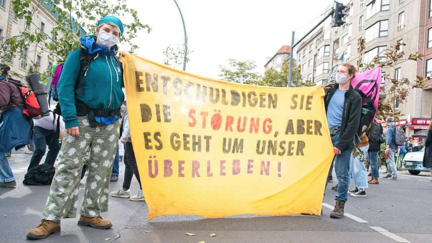 Berlin GER, Berlin, 05.10.20, Start der Demonstration von XR Start der Demonstration Zug der toten Baeume - von XR vor dem Landwirtschaftsministerium XR - Aktion, 05.10.2020, *** Berlin GER, Berlin, 05 10 20, Start of the demonstration of XR Start of the demonstration Train of dead trees of XR in front of the Ministry of Agriculture XR Action, 05 10 2020, Copyright: xUwexKoch/xEibner-Pressefotox EP_ukh