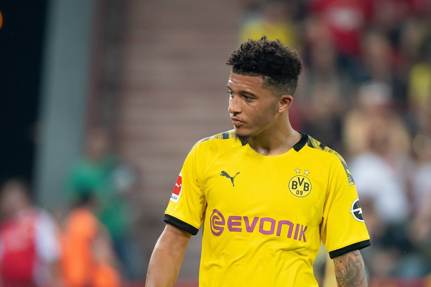 Berlin, Germany 31.08.2019, 1. Bundesliga, 3. Spieltag, 1. FC Union Berlin - Borussia Dortmund, Jadon Sancho (BVB) Schaut, looks on ( Berlin Stadion An der Alten Foersterei Berlin Germany eu-images-01061009487 *** Berlin, Germany 31 08 2019, 1 Bundesliga, 3 Matchday, 1 FC Union Berlin Borussia Dortmund, Jadon Sancho BVB Schaut, looks on Berlin Stadium An der Alten Foersterei Berlin Germany eu images 01061009487 eu-images-061 DFL REGULATIONS PROHIBIT ANY USE OF PHOTOGRAPHS AS IMAGE SEQUENCES AND/OR QUASI-VIDEO.