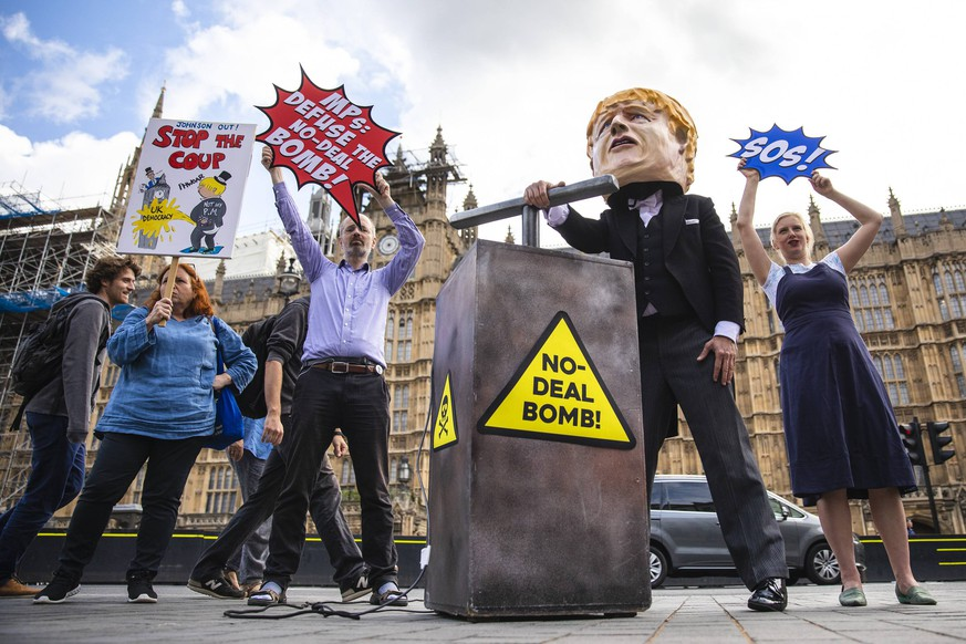September 3, 2019, London, London, UK: London, UK. Campaigners from Avaaz hold a photocall outside Parliament with a man dressed as Prime Minister Boris Johnson pushing the plunger on a No-Deal Bomb . MPs return from recess today and may vote on legislation to block a no deal exit from the European Union. London UK PUBLICATIONxINxGERxSUIxAUTxONLY - ZUMAl94_ 20190903_zaf_l94_032 Copyright: xRobxPinneyx