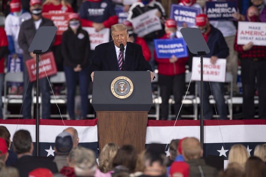 September 18, 2020: President Donald Trump speaks at the podium at the Bemidji Regional Airport in Bemidji, MN for his Great American Comeback rally on Sep 18, 2020. - ZUMAj150 20200918_znp_j150_044 Copyright: xChrisxJuhnx