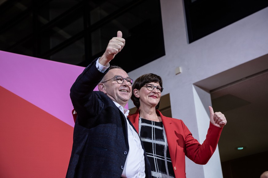 BERLIN, GERMANY - NOVEMBER 30: Norbert Walter-Borjans and Saskia Esken are declared the winning couple at the headquarters of the German Social Democrats (SPD) on November 30, 2019 in Berlin, Germany. Norbert Walter-Borjans and Saskia Esken are facing off against Olaf Scholz and Klara Geywitz in today's final round of voting. The winning pair will then be confirmed at a federal party congress scheduled for next week. (Photo by Till Rimmele/Getty Images)