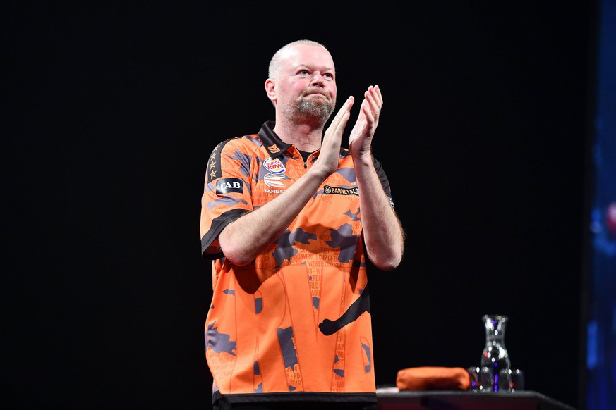 24th August 2019, Hamilton, New Zealand; Raymond van Barneveld in action during the Day 2 of the 2019 New Zealand Darts Masters, Claudelands Arena, Hamilton, Saturday 24th August 2019. - Editorial Use Only. PUBLICATIONxINxGERxSUIxAUTxHUNxSWExNORxDENxFINxONLY ActionPlus12163187 RaghavanxVenugopal