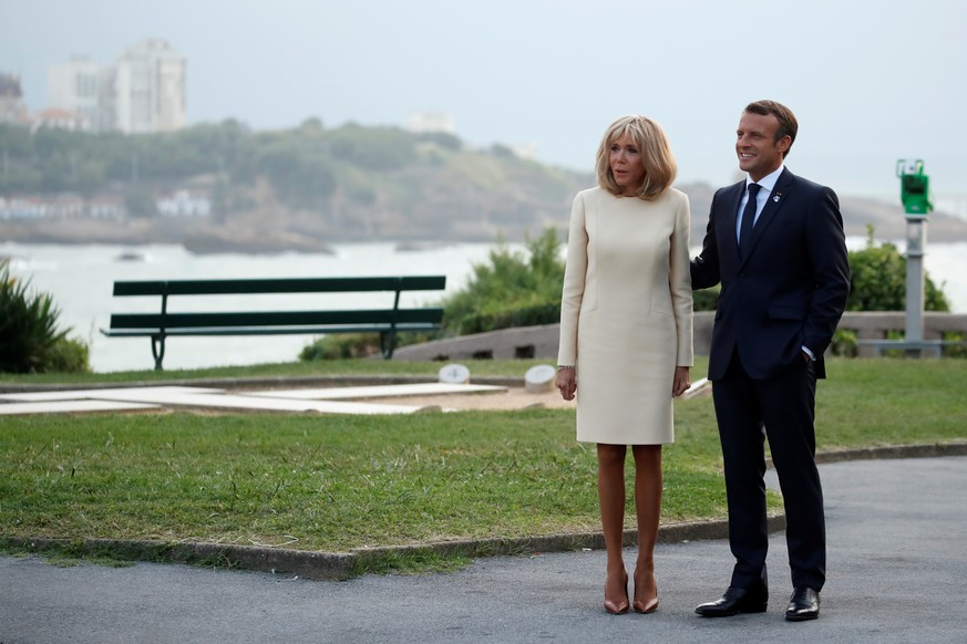 French President Emmanuel Macron and his wife Brigitte Macron welcome G7 world leaders at the G7 summit in Biarritz, France, August 24, 2019. REUTERS/Christian Hartmann