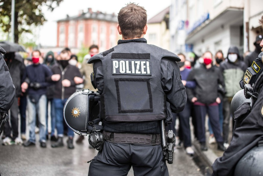 May 1, 2020, Munich, Bavaria, Germany: Despite the ongoing Coronavirus crisis, 14 from the militant neonazi group III. Weg demonstrated this May 1st in the Pasing district of Munich, Germany. On the heels of a rejection of their normal May Day demonstration in Erfurt and the cancellation of the Roland Elstner Mahnwache, the group decided to organize a demo in Munich due to more permissiveness by the city during the Coronavirus crisis. Approx. 150 counterdemonstrators attended with reports of unprovoked attacks by USK police at the scene including against reporters and attempts at press freedom restrictions. III. Weg is the continuation of the banned criminal group Freies Netz Sued in Munich and among its ranks are convicted terrorists such as Thomas Schatt and Karl-Heinz Statzberger. Munich Germany - ZUMAb160 20200501zbpb160065 Copyright: xSachellexBabbarx