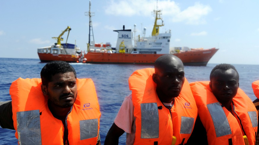 FILE PHOTO: Migrants are rescued by SOS Mediterranee organisation and Doctors Without Borders during a search and rescue (SAR) operation with the MV Aquarius rescue ship in the Mediterranean Sea, off the Libyan Coast, August 10, 2018. REUTERS/Guglielmo Mangiapane/File Photo