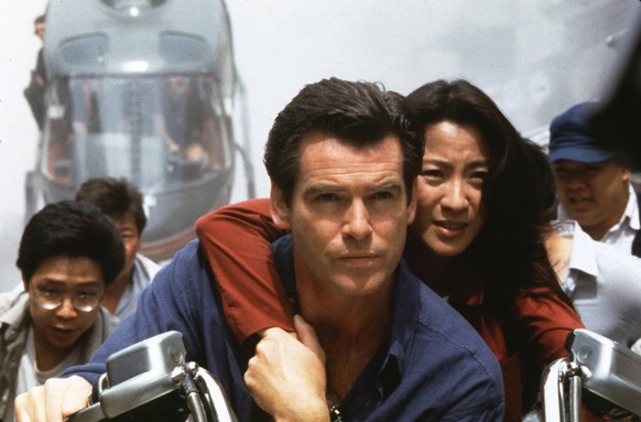 James Bond 007 - Der Morgen stirbt nie, (TOMORROW NEVER DIES) USA 1997, Regie: Roger Spottiswoode, PIERCE BROSNAN, MICHELLE YEOH  UnitedArchives00016207James Bond 007 the Tomorrow dies never Tomorrow Never This USA 1997 Director Roger Spottiswoode Pierce Brosnan Michelle Yeoh UnitedArchives00016207