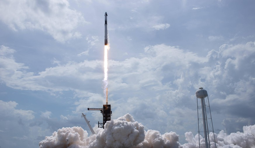 May 30, 2020, Cape Canaveral, Florida, USA: In this photo released by the National Aeronautics and Space Administration NASA, a SpaceX Falcon 9 rocket carrying the company s Crew Dragon spacecraft is launched from Launch Complex 39A on NASAs SpaceX Demo-2 mission to the International Space Station with NASA astronauts Robert Behnken and Douglas Hurley onboard, Saturday, May 30, 2020, at NASAs Kennedy Space Center in Florida. The Demo-2 mission is the first launch with astronauts of the SpaceX Crew Dragon spacecraft and Falcon 9 rocket to the International Space Station as part of the agencys Commercial Crew Program. The test flight serves as an end-to-end demonstration of SpaceXs crew transportation system. Behnken and Hurley - ZUMAs152 20200530zaas152075 Copyright: xBillxIngallsx